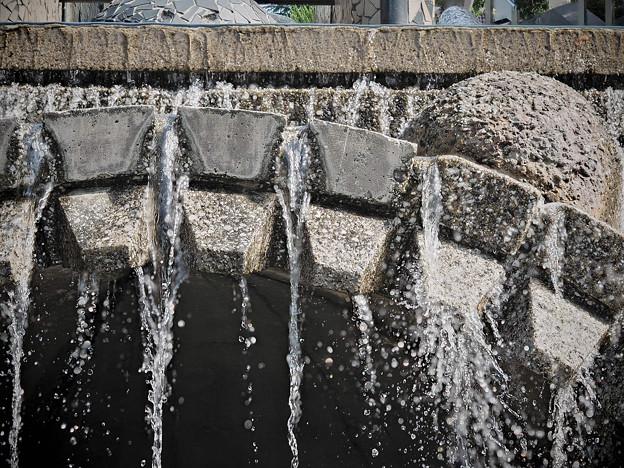 170914_横浜市中区・山下公園_水の階段_F170914D9380_MZD60M_FH_C-SG_FS5_X8Ss