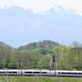 Photos: 八ヶ岳と中央線E351系特急スーパーあずさ号