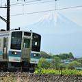 富士山と211系普通電車