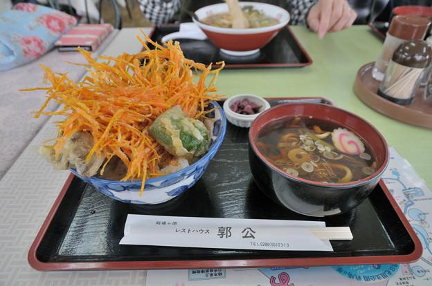 舞茸丼と山菜うどん