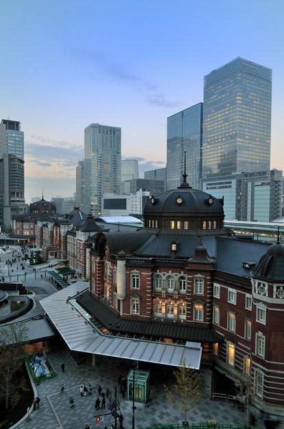 東京駅夕暮れ