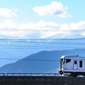 Photos: 南アルプスをバックに中央線を行くE257系特急電車