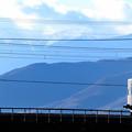 写真: 南アルプスをバックに中央線を行く189系臨時特急かいじ号
