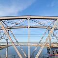 トラス橋を渡る3700形電車
