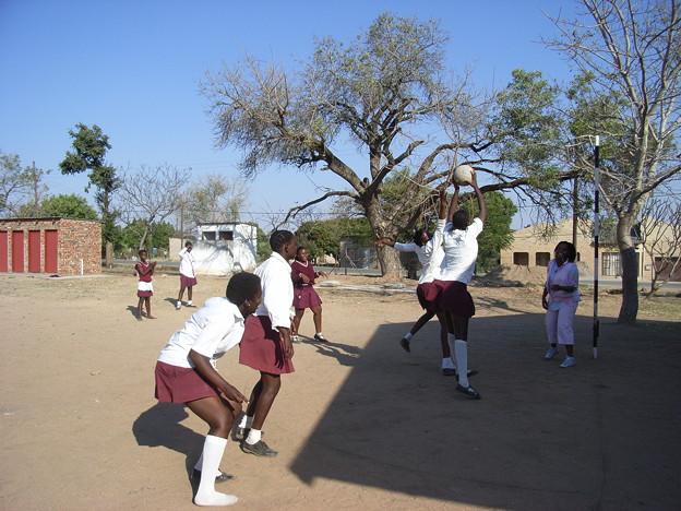 ムプマランガ ネットボールをする高校生