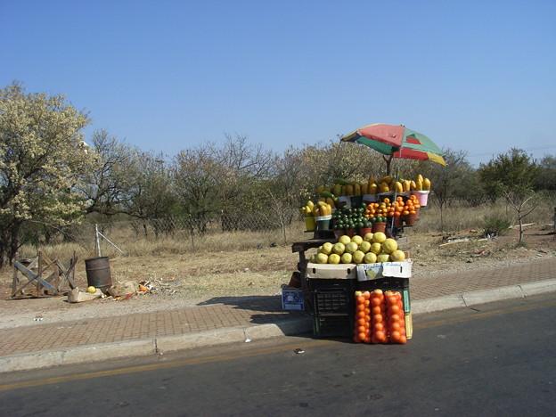 ムプマランガ 果物の露店