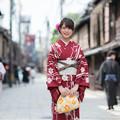 写真: 京都へは、着物でお越しやす。