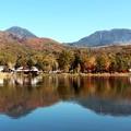 Photos: 蓼科湖に映し出す蓼科山と横岳の水鏡