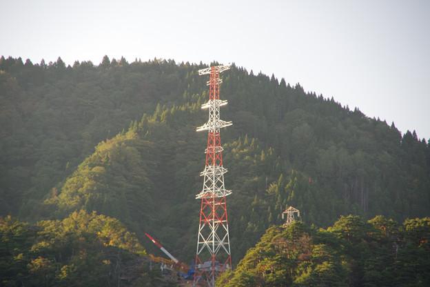 鉄塔建設中
