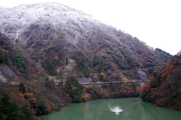 庄川峡湖上遊覧船がやってきた2