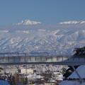 写真: 北陸自動車道と剱岳とANA機3/3