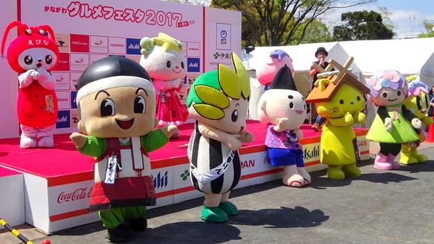 神崎隆広さんのステ~ジで1人 (体) だけ楽をしている・・えぼし麻呂