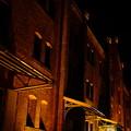 写真: 夜の赤煉瓦