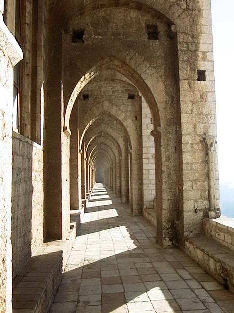 フランチェスコ大聖堂の回廊