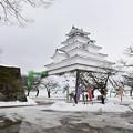 写真: 雪の会津若松城(鶴ヶ城)
