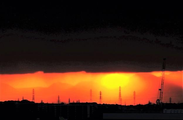 写真: 閉ざされる太陽
