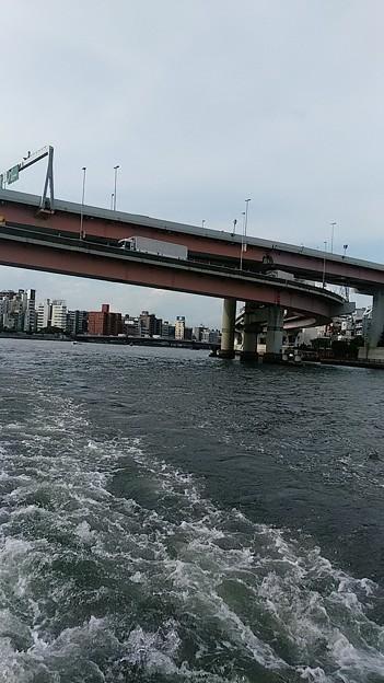 隅田川に架かる高速道路