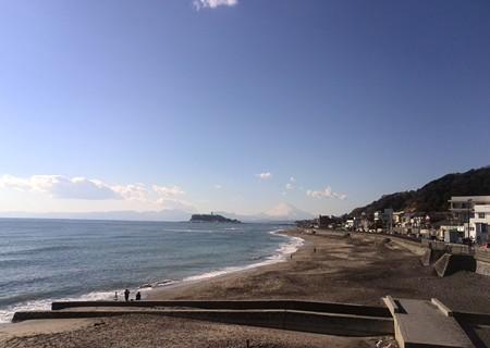 稲村ケ崎でもきれいにみえていましたよ。江ノ島。富士山。そして凪な海。サーファーもいない。