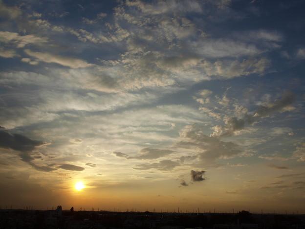 Photos: 夕日と白い雲たち