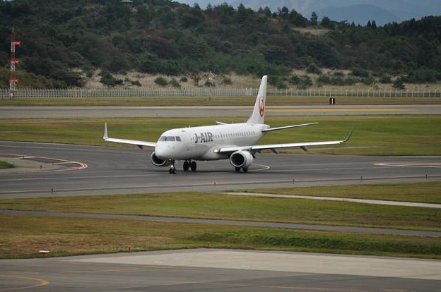ERJ-190 秋田空港 17-10-06 15-13