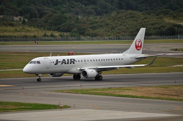 ERJ-190 秋田空港 17-10-06 15-14