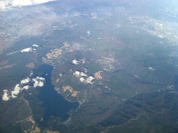 写真: 空から見た箱根と芦ノ湖