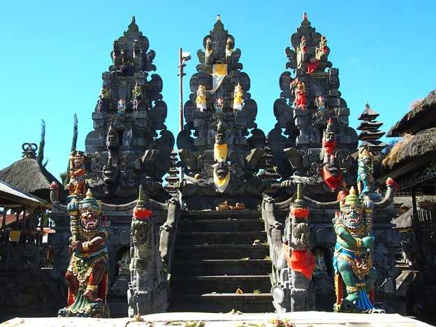 聖壇:パドマサナ -ウルン・ダヌ・バトゥール寺院-/Padmasana Tiga -Pura Ulun Danu Batur-