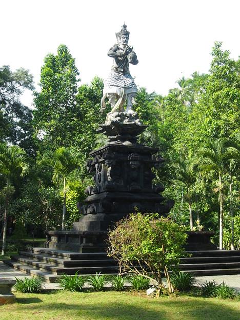 インドラ神の像 -ティルタ・ウンプル寺院-/Indra Statue -Pura Tirta Empul-