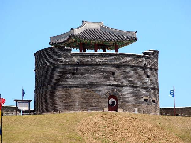 """東北空心墩 -水原華城-/Dongbuk Gongsimdon""""Observation Tower"""" -Hwaseong Fortress-)¥"""