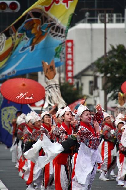 写真: 舞人の大旗