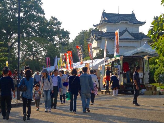 写真: 秋の名古屋城 - 05:「名古屋まつり」に伴う無料公開で賑わう名古屋城