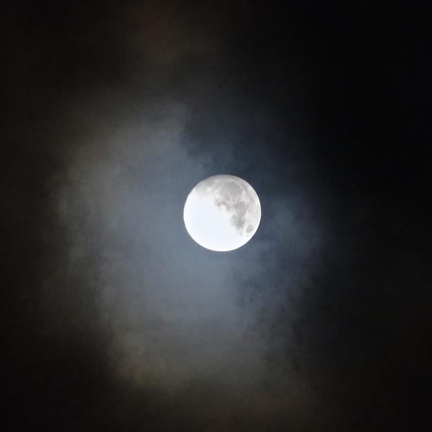 雲間から見えた「ミラクルムーン」(後の十三夜):月齢 12.66 No - 2