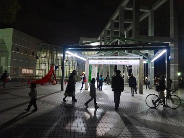 ブラザーグリーンクリスマスで賑わう名古屋市美術館前 - 1