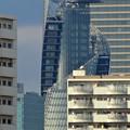 写真: 住吉橋から見たスパイラルタワーズ