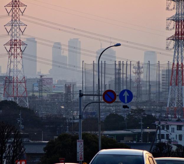 写真: 蜃気楼のように見える、春日井市内から見た夕暮れ時の名駅ビル群 - 3