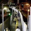 写真: 城北線・勝川駅からJR勝川駅方面へと向かう人たち
