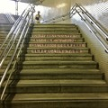 名城公園駅の階段に、自転車の「ツーロック」を呼びかける注意書き - 1