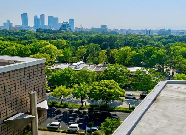 近くのマンションから見下ろした名城公園の複合商業施設「tonarino(トナリノ)」 - 3