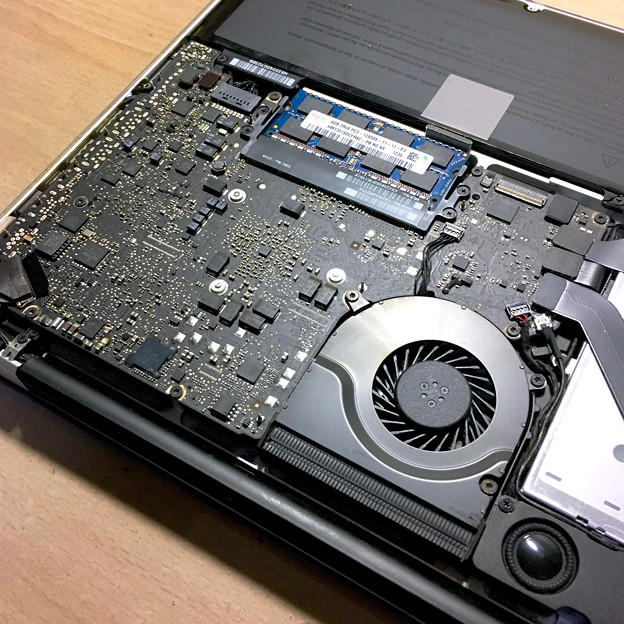 MacBook Pro 2012の内部 - 12