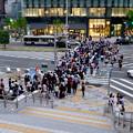写真: 沢山の人で賑わうゲートタワーと大名古屋ビルヂング間の横断歩道 - 2
