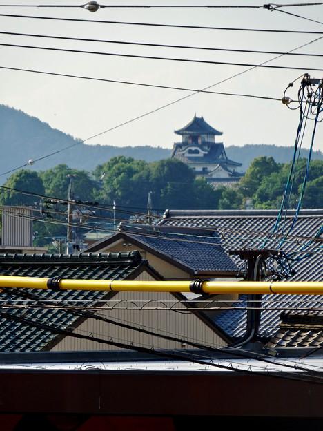 犬山駅から見えた、落雷でシャチホコが壊れた犬山城(2017年7月15日) - 1