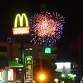 国道19号に架かる歩道橋の上から見た「春日井市民納涼まつり 2017」の花火 - 11