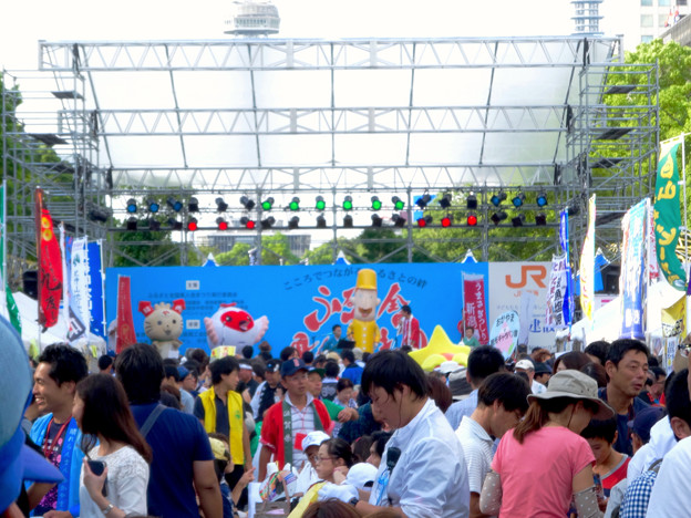 ふるさと全国県人会まつり 2017 No - 26:ステージ上でPRする新潟県のゆるキャラ(やらにゃん、トッキッキ、レルヒさん)