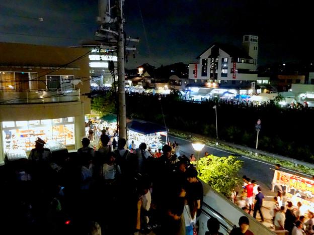 せともの祭 2017 No - 36:花火を見ようと集まった人たち(瀬戸蔵)