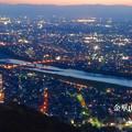写真: Twitterヘッダー画像:金華山から見下ろした、夕暮れ時の長良川