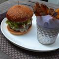 写真: 3Dモデル共有サービス「Sketchfab」公式アプリ - 30:3DモデルをAR!(リアルなハンバーガーとポテト)
