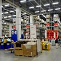 写真: オープン1ヶ月後でも大勢の人で賑わう「IKEA長久手」 - 36:巨大な棚がある1階の倉庫兼ショールーム