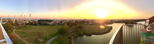 落合公園 水の塔から見た、夕暮れ時の秋の落合公園(パノラマ) - 1