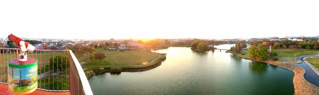 落合公園 水の塔から見た、夕暮れ時の秋の落合公園(パノラマ) - 2