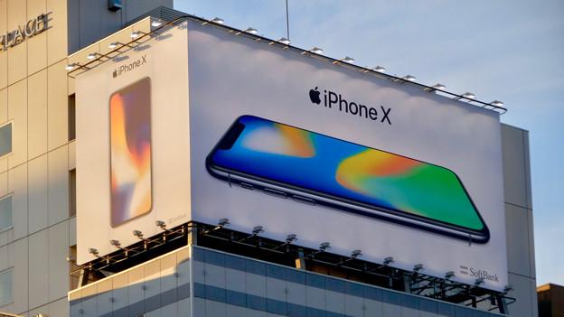 名古屋栄・錦通久屋交差点の目立つ「iPhone X」の広告 - 9